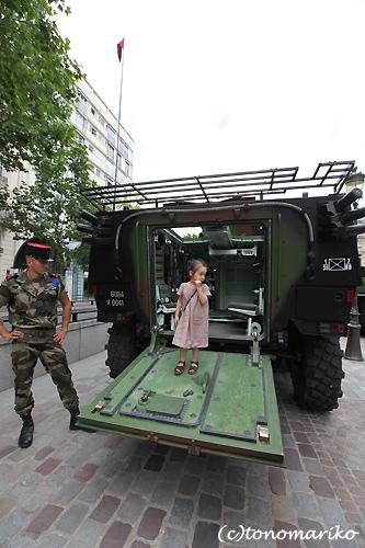 パリで戦車体験教室?!_c0024345_5294533.jpg