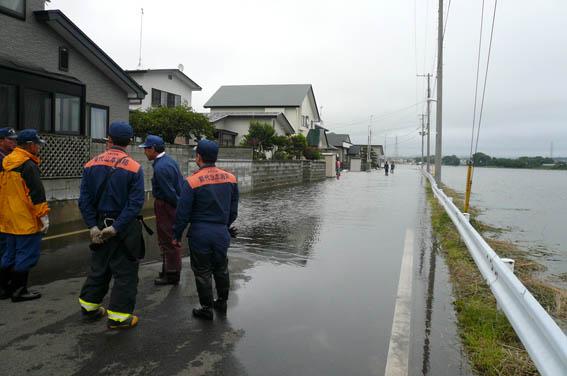 昨日12日の洪水_e0054299_1110353.jpg