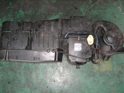 デリカ スペースギア エアコンガス漏れ修理_e0169210_938814.jpg