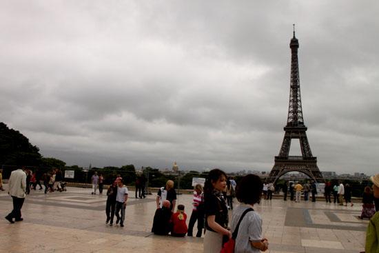 エッフェル塔 パリをめぐる2_e0048413_2128752.jpg