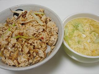 ピリ辛鶏そぼろご飯と鶏卵スープ_c0025217_18273857.jpg
