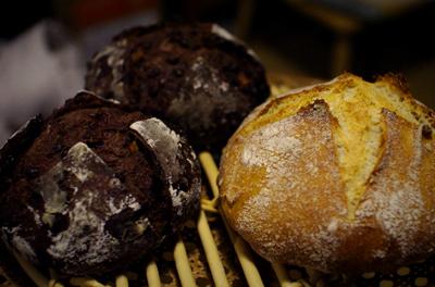 ダッチオーブンのカンパーニュと、ショコラオランジュ2個_c0110869_1342324.jpg