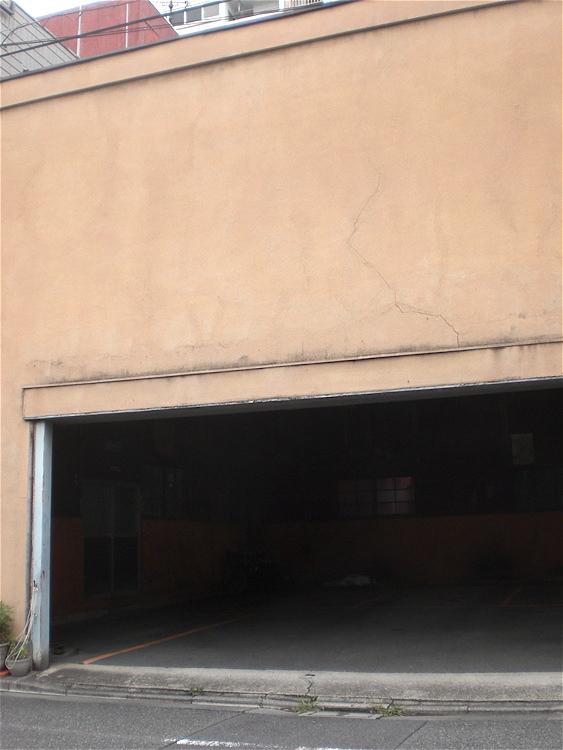 駐車入口_c0156717_8465236.jpg