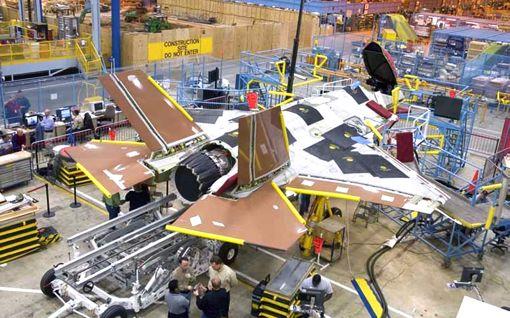 黄昏のラプター F22廃止・軍産複合体に半世紀目の楔_d0123476_11301935.jpg