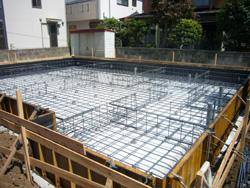 新築工事始まる。_f0140817_1271059.jpg