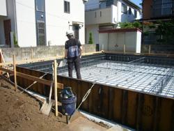 新築工事始まる。_f0140817_1292949.jpg