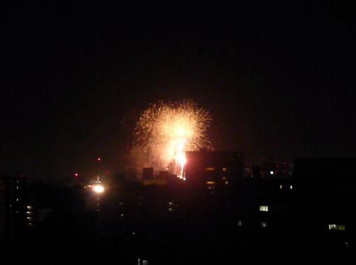 私の部屋から見える花火♪_f0186787_21224145.jpg