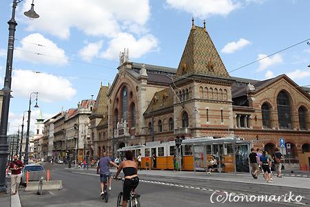 中央市場で朝ご飯 ハンガリー旅行4_c0024345_17241065.jpg