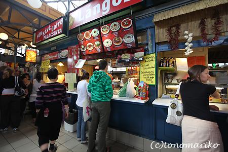 中央市場で朝ご飯 ハンガリー旅行4_c0024345_17255822.jpg