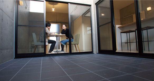 中庭のあるデザイナーズマンション_e0028417_16435813.jpg