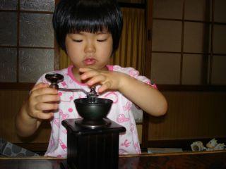 コーヒーミルを使いこなすマコちゃん!_e0166301_8434059.jpg