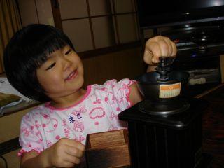 コーヒーミルを使いこなすマコちゃん!_e0166301_8455730.jpg