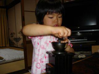 コーヒーミルを使いこなすマコちゃん!_e0166301_847371.jpg