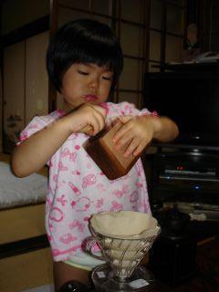 コーヒーミルを使いこなすマコちゃん!_e0166301_8485863.jpg