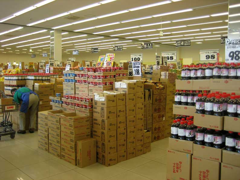安売りスーパーのあり方_b0057679_7424815.jpg