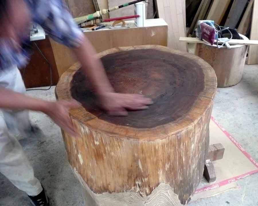 丸太のテーブル!_f0150893_17341563.jpg