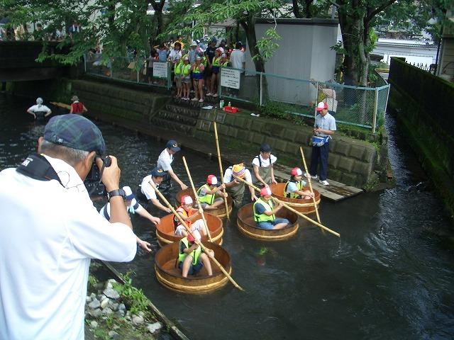 今年も転覆!田宿川たらい流し川祭り_f0141310_21583777.jpg