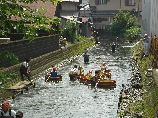 今年も転覆!田宿川たらい流し川祭り_f0141310_21585578.jpg