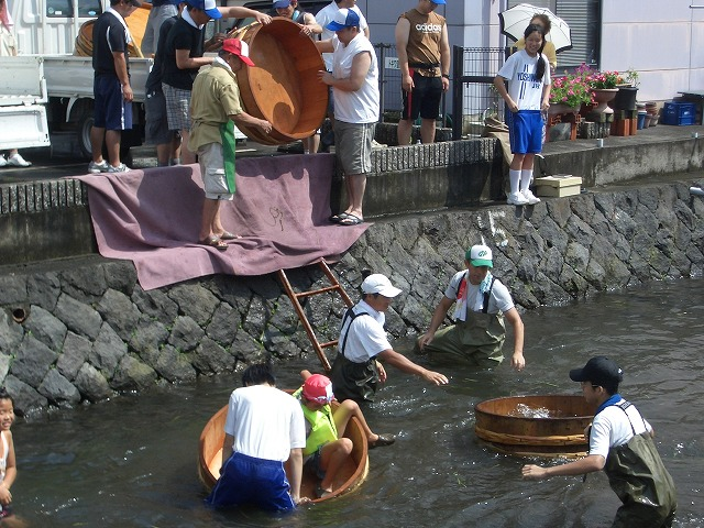 今年も転覆!田宿川たらい流し川祭り_f0141310_21591914.jpg