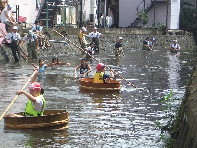 今年も転覆!田宿川たらい流し川祭り_f0141310_2159380.jpg