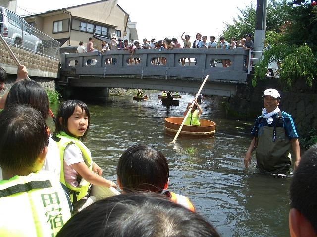 今年も転覆!田宿川たらい流し川祭り_f0141310_2232073.jpg