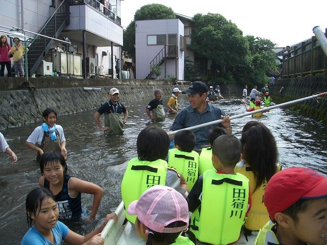 今年も転覆!田宿川たらい流し川祭り_f0141310_2233140.jpg