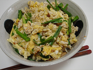 ニラ卵キムチ丼_c0025217_2326720.jpg