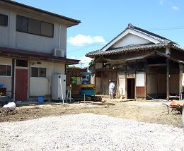 解体と新しい建物_f0115152_1225571.jpg