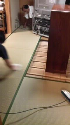 茶立て虫が出たので、畳の熱処理と表のござを裏返し_f0052181_8192812.jpg