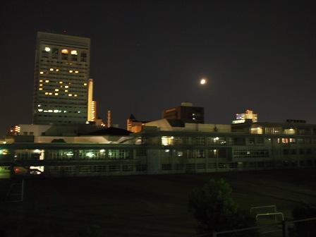 月が光っています!_e0167593_00280.jpg