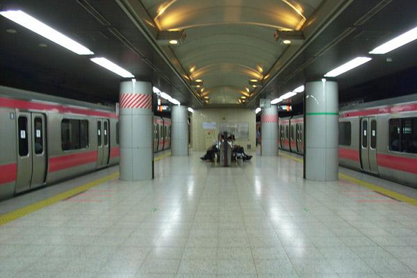 変電所火災:東京駅の京葉線 (7/30)_b0006870_10375584.jpg