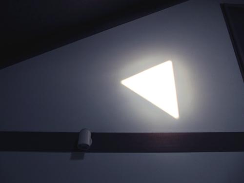 壁面と太陽光 2_f0065327_12105343.jpg