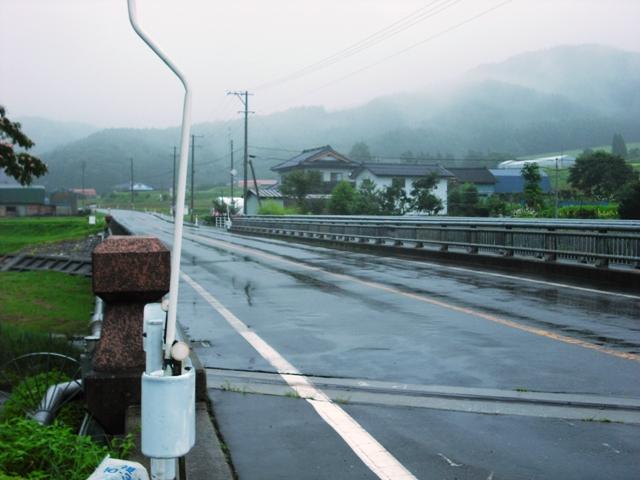 雨の神楽田橋_f0126970_1137099.jpg