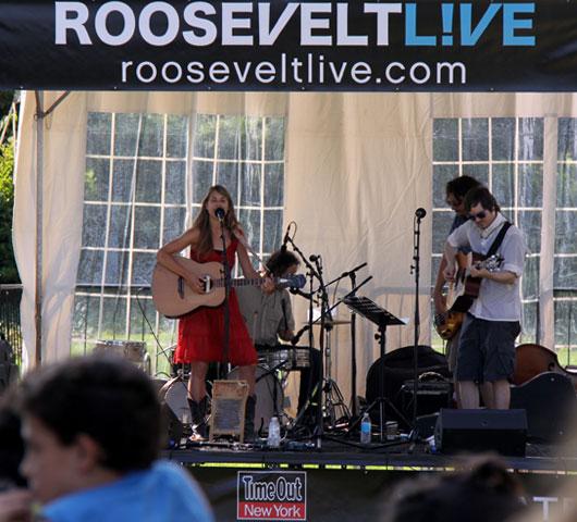 ルーズベルト島の無料野外イベント ROOSEVELT L!VE_b0007805_7422994.jpg