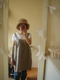 ラフィアの帽子とリネンガーゼのエプロンワンピ_e0086738_0371482.jpg