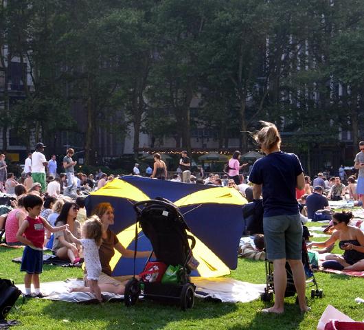 Bryant Park Summer Film Festival 2009 _b0007805_11102868.jpg