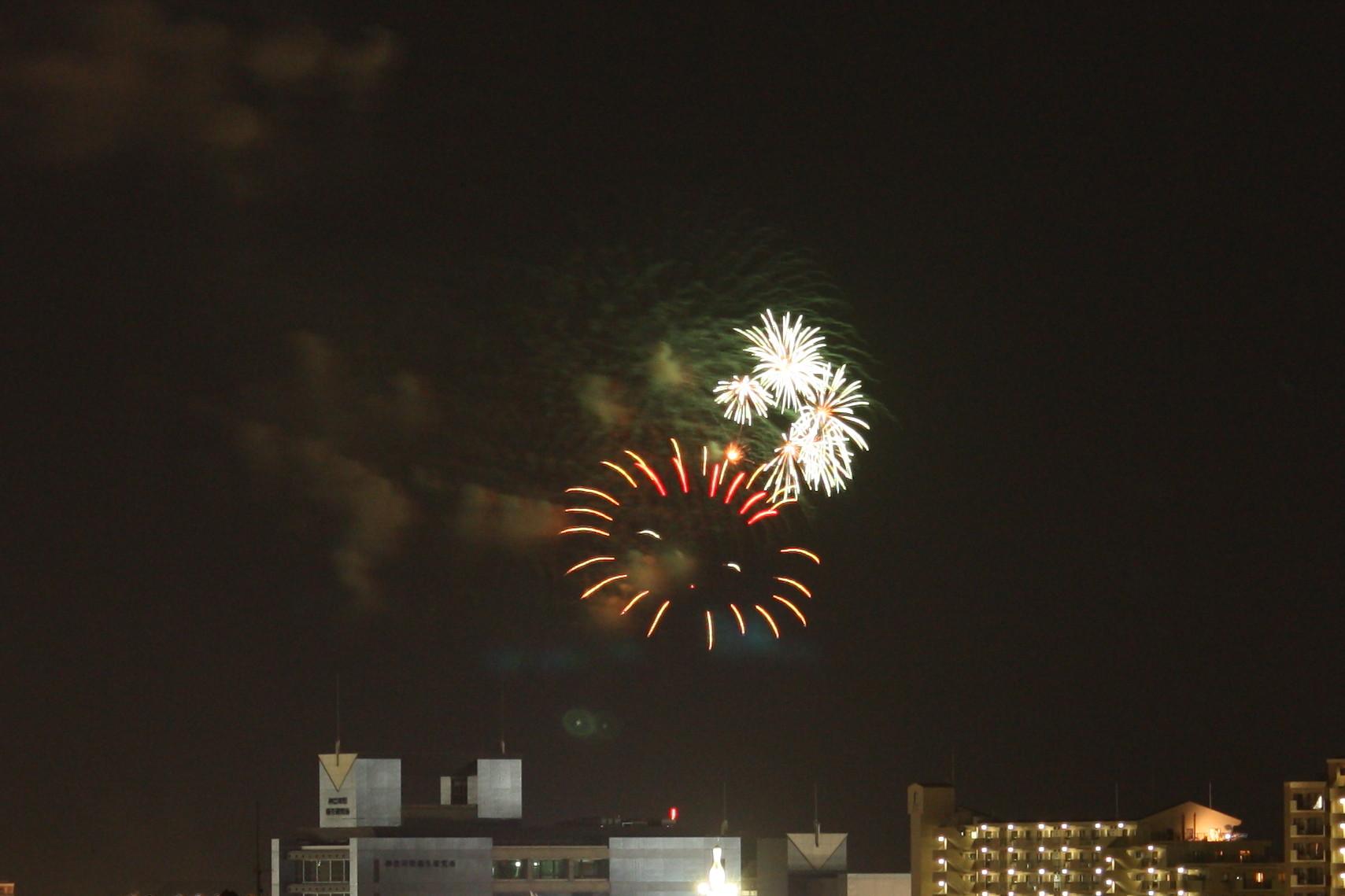 地元の花火大会です。_a0021727_2325844.jpg