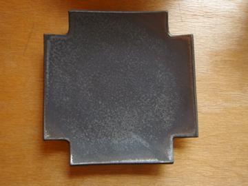 山本哲也さんの金属のような皿_b0132442_1815533.jpg