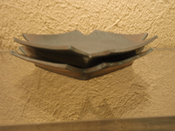 山本哲也さんの金属のような皿_b0132442_18164341.jpg