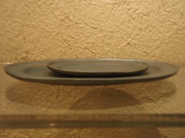 山本哲也さんの金属のような皿_b0132442_18182997.jpg