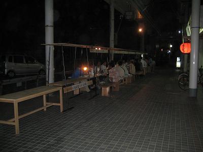 油津の商店街に飫肥杉ヤタイ_f0138874_22115014.jpg