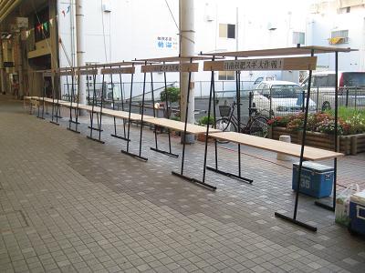 油津の商店街に飫肥杉ヤタイ_f0138874_2285830.jpg