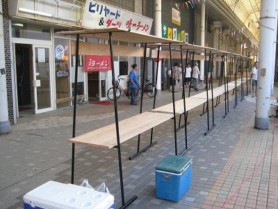 油津の商店街に飫肥杉ヤタイ_f0138874_2291471.jpg