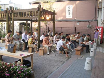 油津の商店街に飫肥杉ヤタイ_f0138874_2293269.jpg
