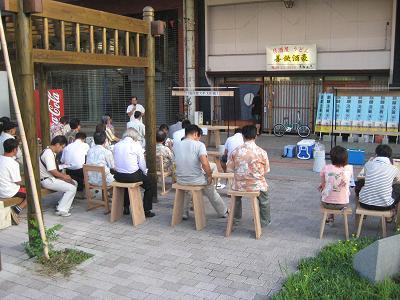 油津の商店街に飫肥杉ヤタイ_f0138874_2295039.jpg