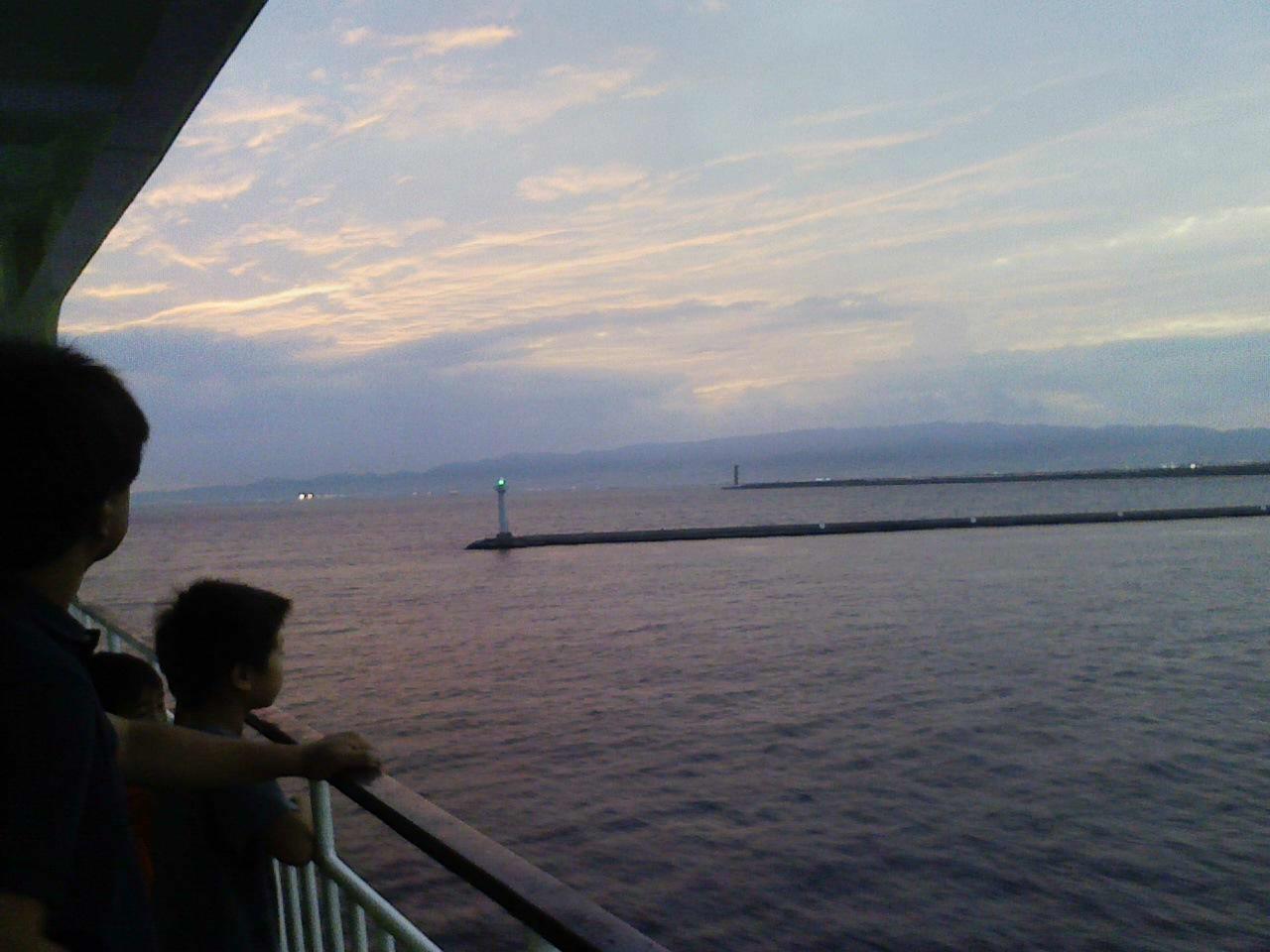 「マクワ内弁当」開発の旅。いま、明石海峡大橋をくぐる船旅の真っ最中マクワ!_c0061686_2033124.jpg