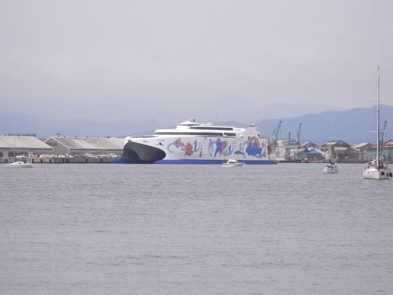 函館港の船たち_c0025115_2221243.jpg