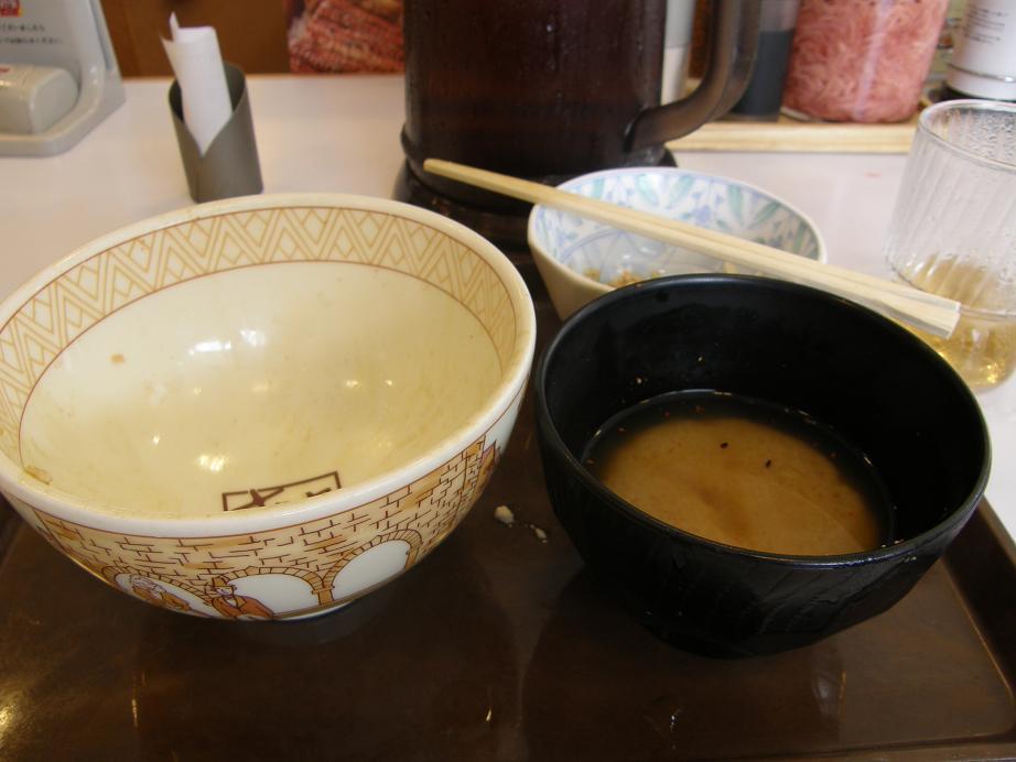 「すき家」の牛丼      中環大日店 _c0118393_9373349.jpg