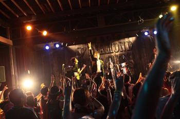 『CABANON \'09』@CABANON\'09 DIAMOND CIRCUS〜鎌倉市由比ガ浜海岸〜_b0096775_1123699.jpg