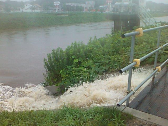 台風9号で矢田川増水、船戸川仮設ポンプが稼働_e0068696_10581366.jpg